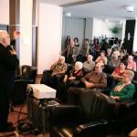 présentation de toujours artiste dans les résidences pour aînés de rouyn-noranda lors du festival du cinéma en abitibi témiscamingue avec Claude steben