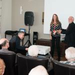 Nathalie Ducharme et Claude Steben présentent le documentaire TOUJOURS ARTISTE dans les résidences pour aînés de Rouyn-Noranda pour le festival du cinéma international en abitibi témiscamingue, résidence bleu horizon